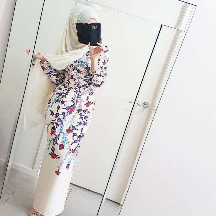 809 mentions J'aime, 6 commentaires - @hijabrevivalofficial sur Instagram : « The @modestyinstyle high low blouse I featured yesterday from the back. Swipe to see another way… »