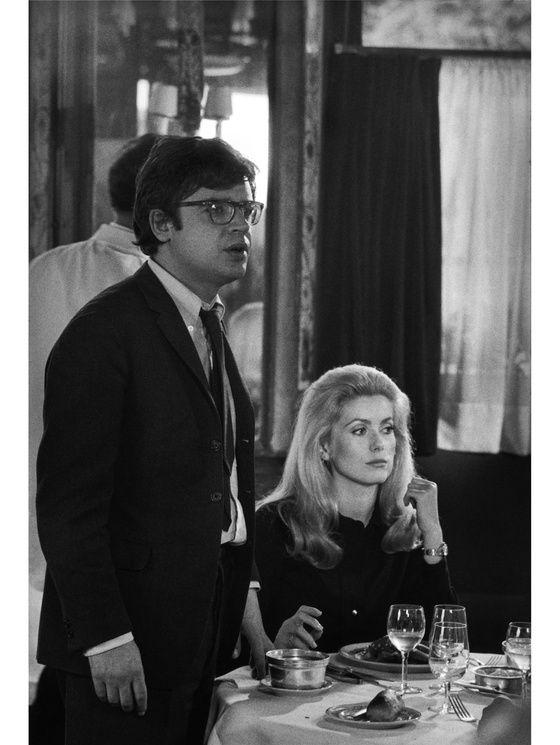 Catherine Deneuve avec Alain Cavalier sur le tournage de « La chamade » au restaurant « Le Grand Vefour », en 1968.