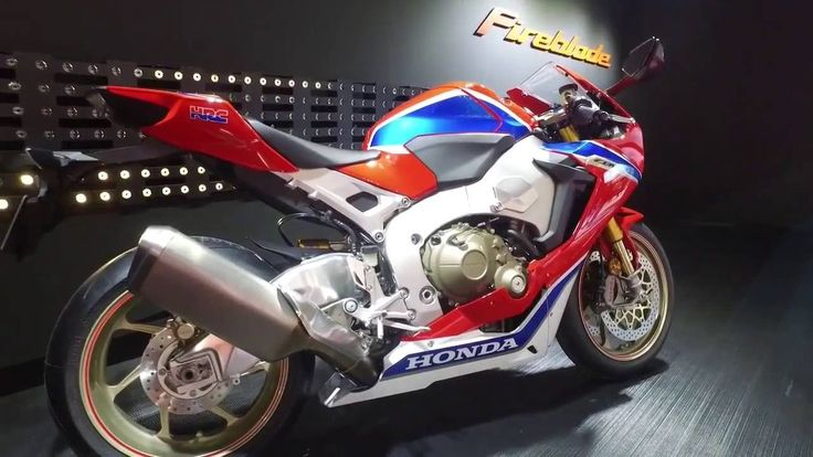 Watch all the new corners of the new Honda CBR 1000RR Fireblade SP2