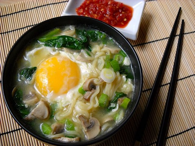 Quick Ramen Bowl: ramen noodles, spinach, mushrooms, onions, egg, chili garlic paste