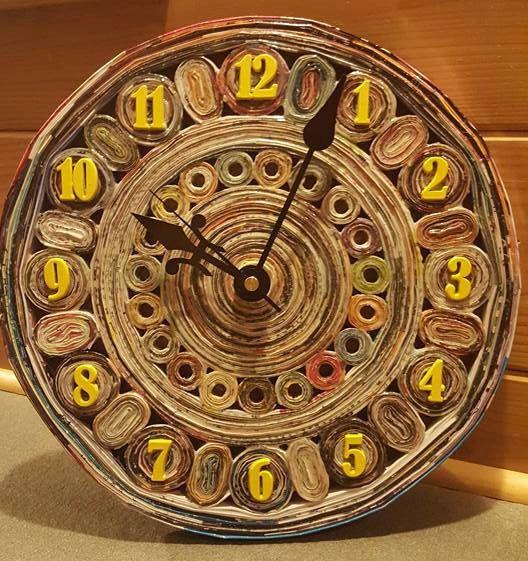 Reloj revista reciclado por LACustomCreationsCo en Etsy