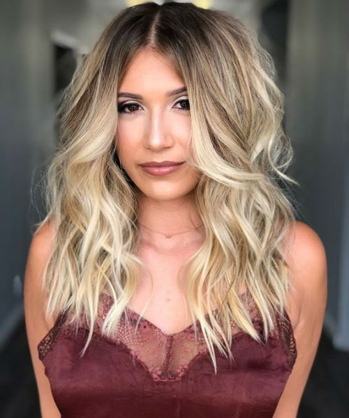 Exceptionally Well Center Parted Long Wavy Hairstyles 2019 for Women to Try Right Now