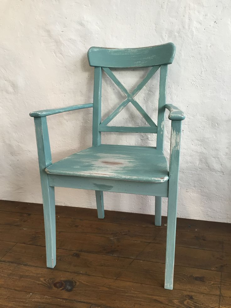 Painted old chair with vintage and shabby look with Daria Geiler paint materials
