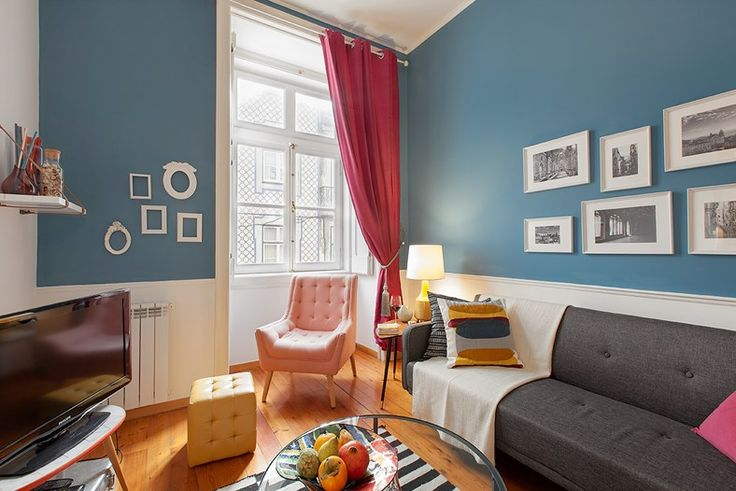 Prata – Scertified. A stunning two bedroom holiday apartment situated in the center of Lisbon's downtown. The apartment is less than 5' walking distance from the Baixa-Chiado metro station and from Chiado itself at the city centre, a fashionable shopping district teeming with shops, designer boutiques and plenty of cafes.