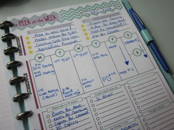 Peek at the Week: A Weekly Planner for Teachers. Laminate and keep in front of teacher binder