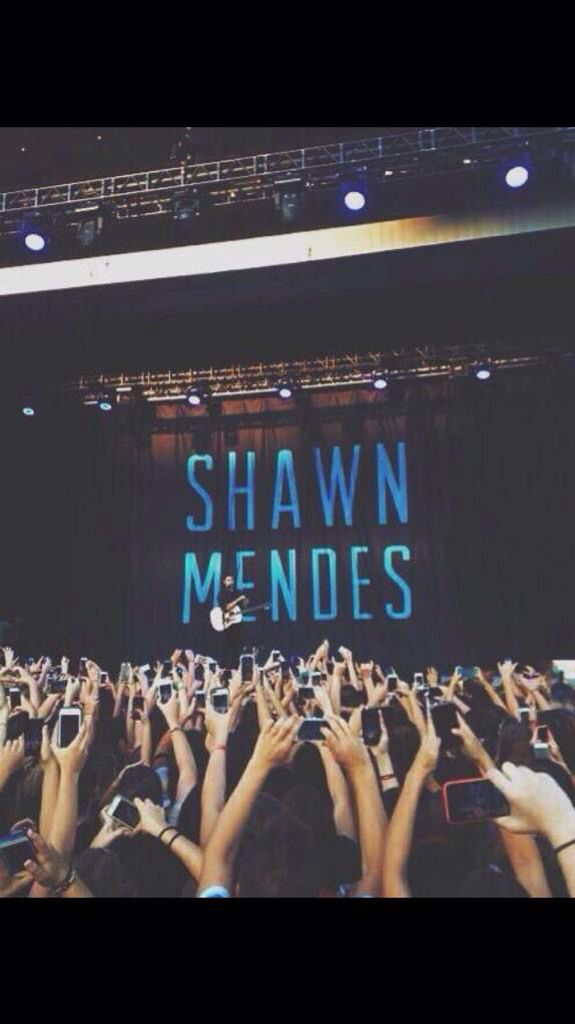 i want to see shawn live so bad. even if i didn't get to meet him, i just want to see him live
