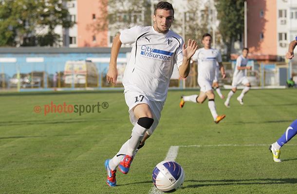 Sportul Studențesc trebuie să învingă Dunărea Galați, la Ploiești, pentru a se menține pe primul loc al clasamentului Seriei 1 la finalul turului, dar și pentru a păstra o distanță de câteva puncte peste iarnă față de următoarea clasată. Studenții sunt favorizați și de program, deoarece două dintre contracandidate, FC Botoșani și Delta Tulcea, nu vor evolua în ultima rundă a turului