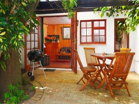 Self catering accommodation, Noordhoek, Cape Town  Feel at home with this outdoor barbecue area