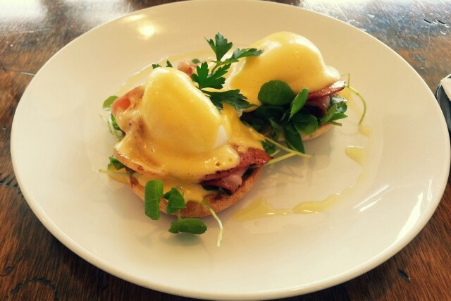 Eggs benny @ kettle and tin