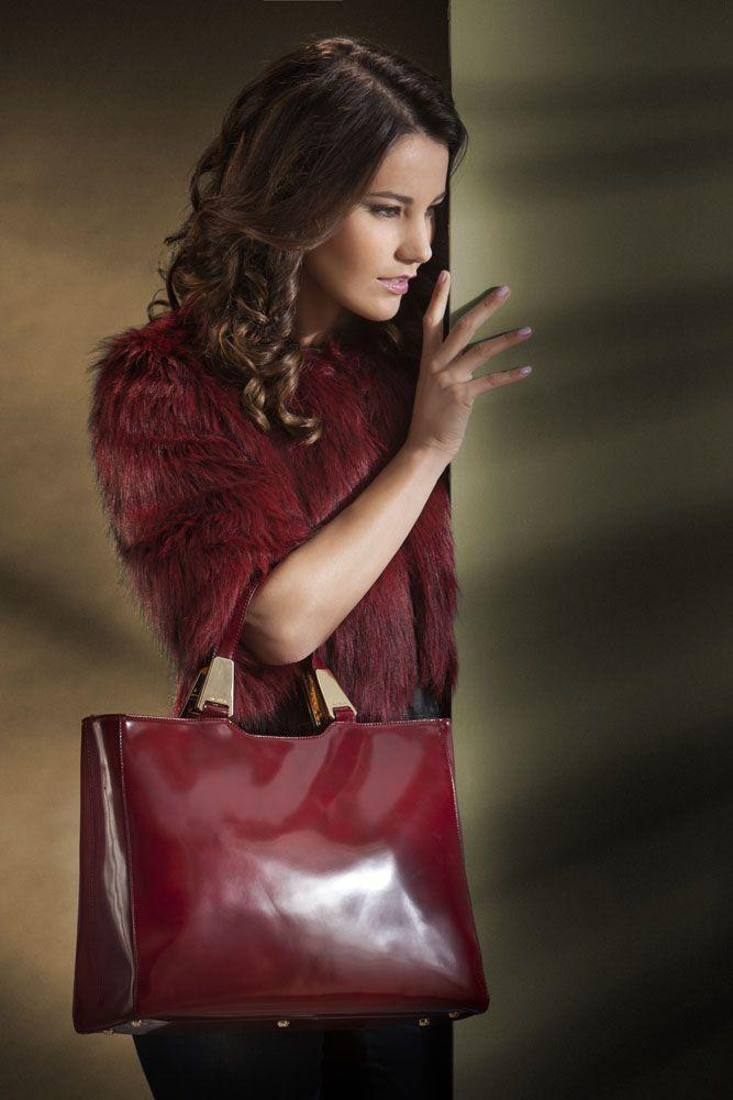 simply handbag... the essence of feminine http://shop.arcadiabags.it/product/borsa-media-a-mano/antracite/578