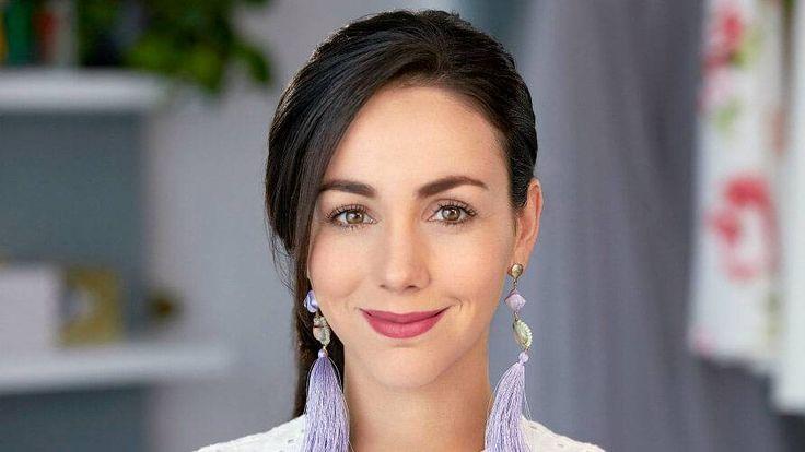 Descubre cómo lograr una piel fresca y natural con una rutina de base completa que puedes aplicar a diario. Chantal Torres te enseña a hacerlo en este tutorial.