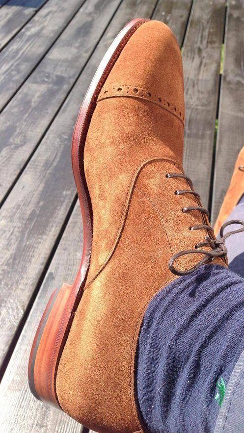 Para lucir siempre un calzado limpio, aplica protector de gamuza. #imagen #caballero
