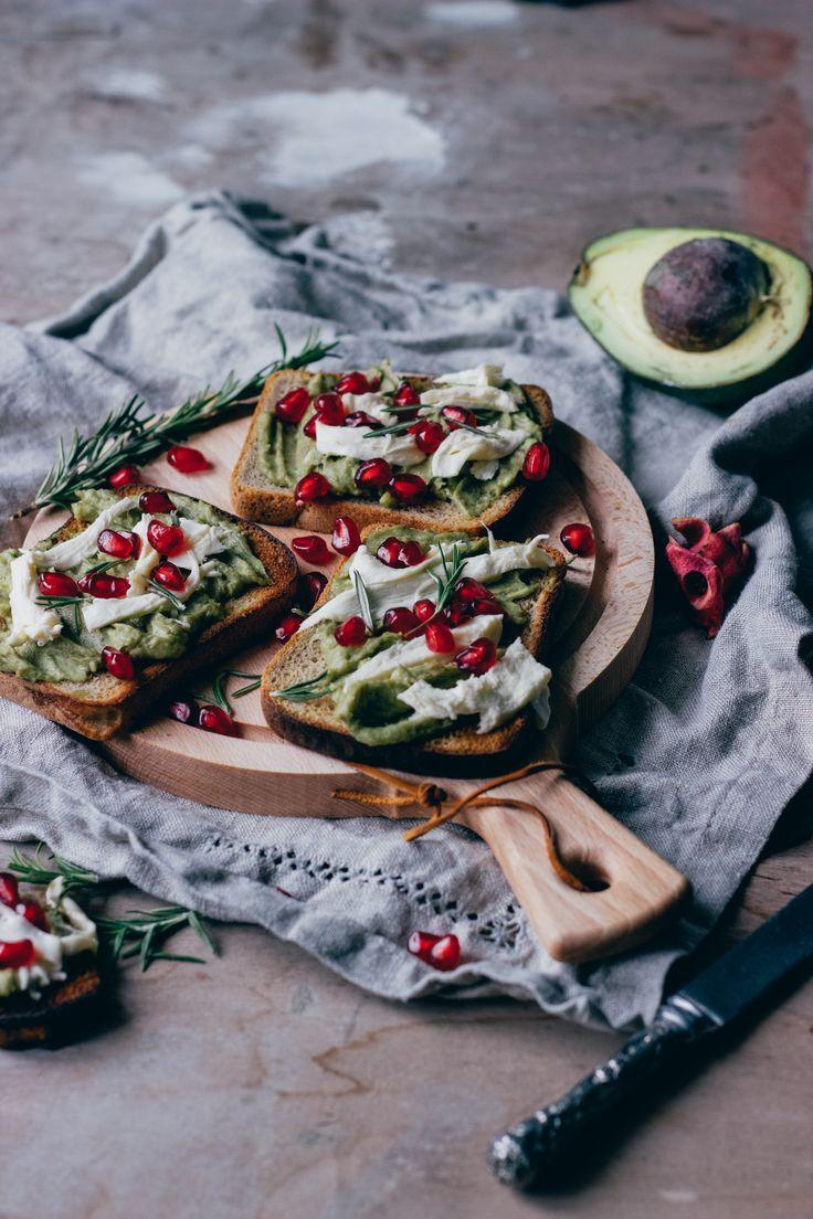 Легкий полезный завтрак за 5 минут? Непременно! Тост с авокадо, гранатом и сыром сулугуни. Вкусные и полезные завтраки рецепты