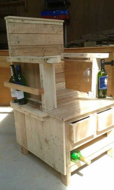Wine Drinkers Chair Pallet Patio Furniture, Pallet