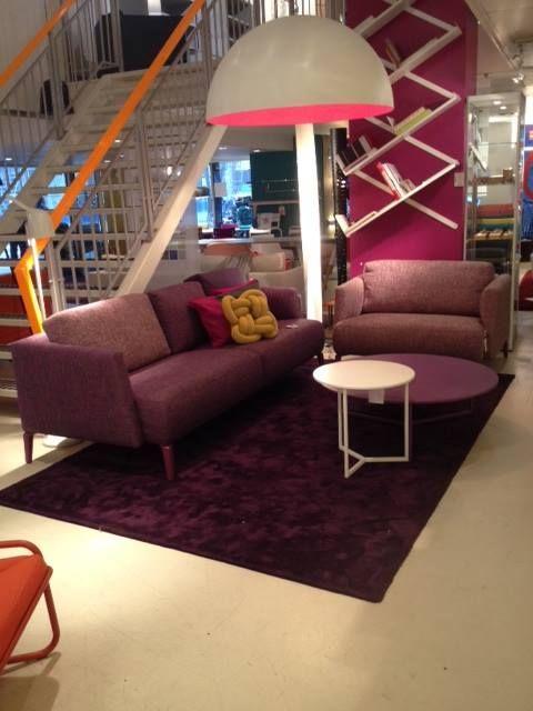 Showroom Combo Design - Augustus 2014.Quote bank en loveseat met bijzettafels 'Byte' van Pode.
