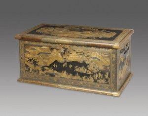 Da poggia-televisore per un ignaro proprietario che lo aveva pagato solo 100 £, a oggetto d'arte giapponese più costosomai venduto. E' la cassa in legno di cedro giapponese che ilRijksmuseum ha acquistato da Rouillac, una casa d'aste francese, per7.3 milioni di euro. Sulla cassa sono