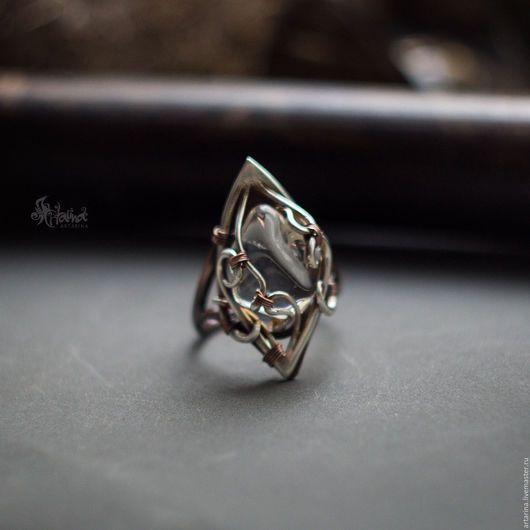 Кольца ручной работы. Кольцо из меди и серебра с горным хрусталем. Artarina. Интернет-магазин Ярмарка Мастеров. Кольцо с хрусталем, медь