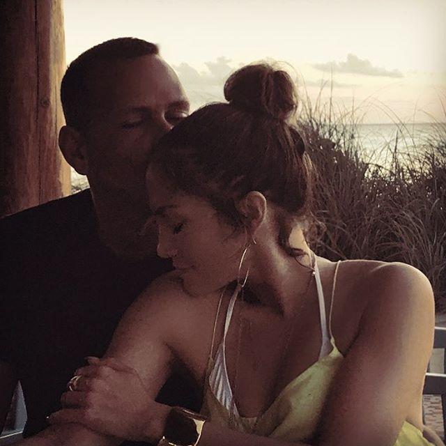 "43.9 mil Me gusta, 472 comentarios - Jennifer Lopez (@jlo) en Instagram: ""My #MCM """