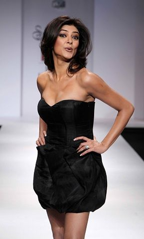 Sushmita Sen - The hot former Miss Universe | Amazin Glamour