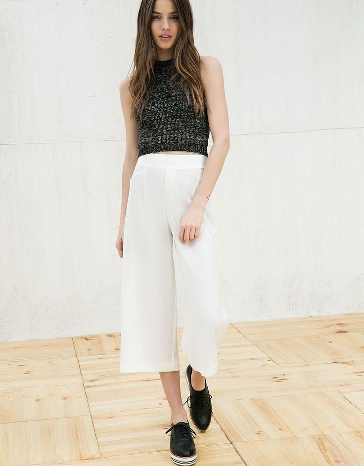 Lejące spodnie typu culotte.  Odkryj to i wiele innych ubrań w Bershka w cotygodniowych nowościach