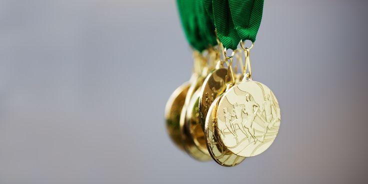 Стена славы: как хранить свои спортивные награды и номера - http://lifehacker.ru/2015/10/21/stena-slavy-kak-hranit-svoi-sportivny-e-nagrady-i-nomera/