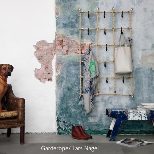 Garderope ist ein individuell gestaltbares Seilgarderoben-System, bestehend aus einem textilummantelten Stahlseil, wie man sie von Kletterspinnen auf…