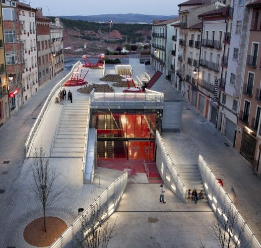 A contemporary youth center lies, underground, in the middle of a historical Spanish town. Read More; http://archdai.ly/L4on58