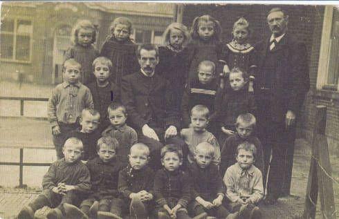 De kleuterschool/christelijke lagere school te Oldeboorn, ca. 1910.