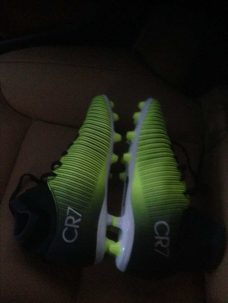 CR7 football shooes