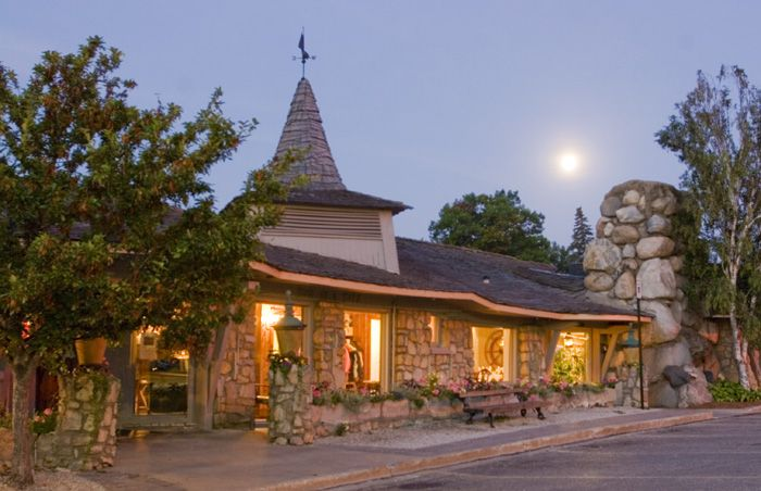 Weathervane Inn, Charlevoix . . . Lovely restaurant with scrumptious food!