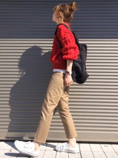 ベージュに赤ニット♡ パンツは UNIQLOアンクルパンツ Instagram➡️chikaa2