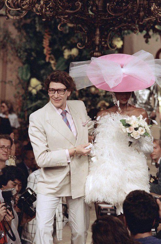 Saved by Barb Quick  Pokaz Yves Saint Laurent haute couture jesień-zima 1987/1988, fot. East News