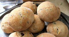 Υπέροχα ψωμάκια με ελιές σε 20'. Φτιάξτε μόνοι σας υπέροχα ψωμάκια με ελιές και απολαύστε τα φρέσκα, ζεστά και μυρωδάτα.