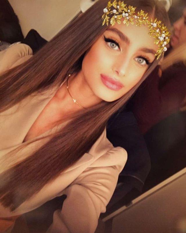 @taylor_hill on #snapchat. * • * * * #vsfs #vsfsparis #vsfs16 #victoriassecret #vsangel #vsmodel #supermodel #brunette #dreamgirl #girlcrush #skinny #winter #instagirl #festive #photography #makeup #snapchat #modelling #kendalljenner #canada #selenagomez #angelinajolie #taylorhill #christmas #style #fashion #streetstyle #naturalbeauty #beauty