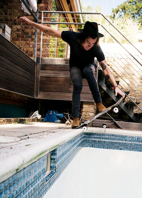 This is a dangerous pose for Harry Edward Styles....he's going to fall right over into that pool.....