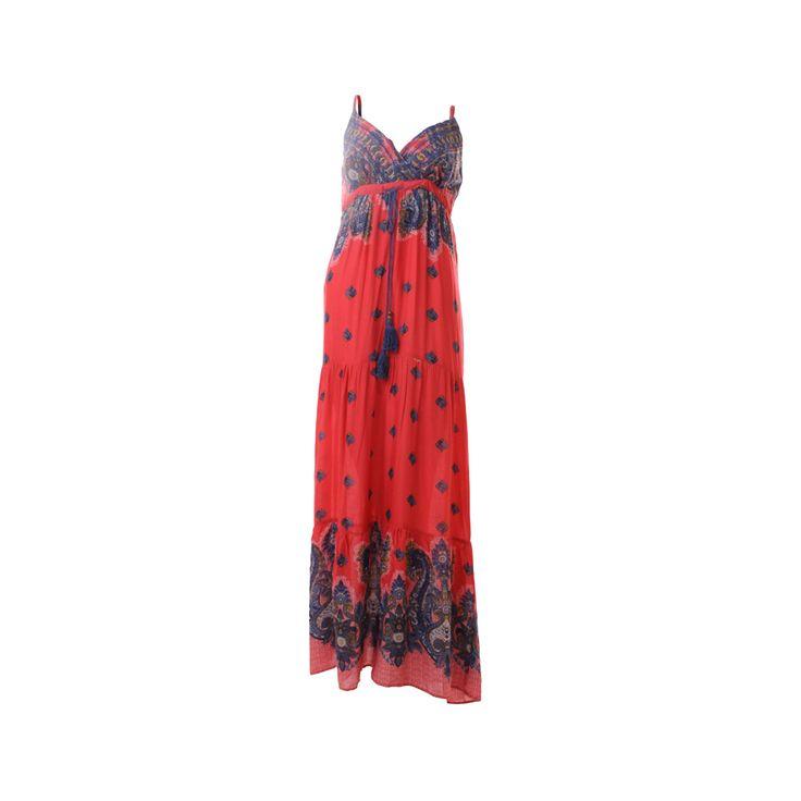 Vestido Largo, De Victoria, $30.000. Vestido largo con estampado estilo hindú, ideal para un día aprovechar en un día de verano con tus amigas.