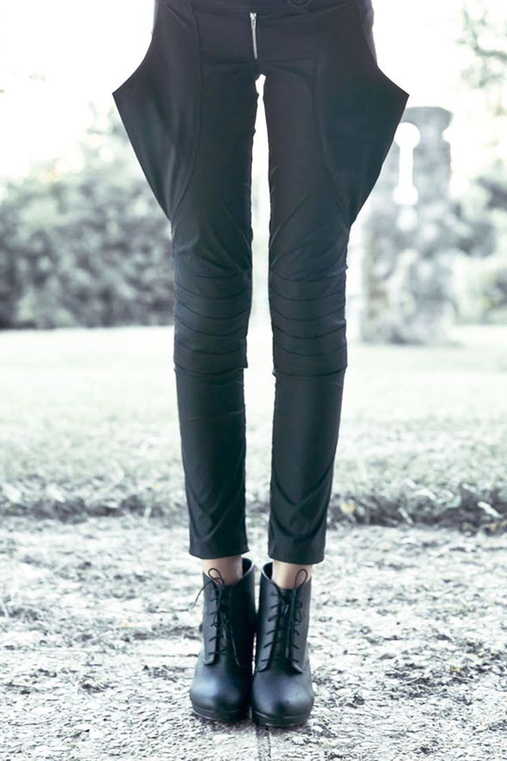trousers with big pocket and layers on the knee