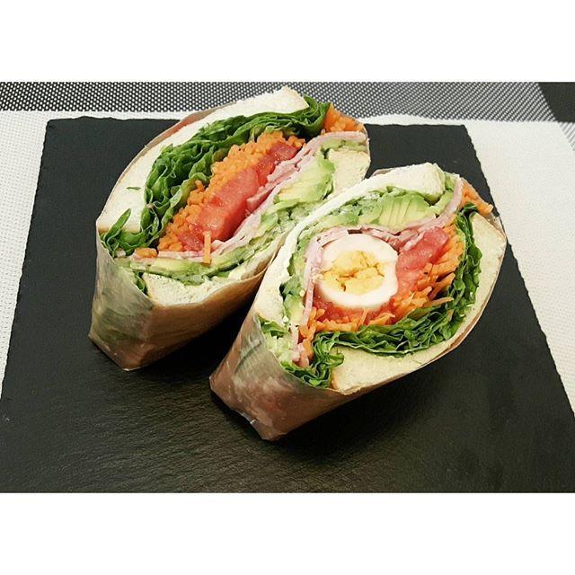 don_gurin奇跡のかたよりサンド #レタス#キャロットラペ#トマト #ゆでたまご#ハム#アボカド#きゅうり たまごまん中にもってくるつもりが 片寄って2種類のサンドイッチに 奇跡というか初心者だからですねー #サンドイッチ#わんぱくサンド#ぎゅうぎゅう#沼サン#野菜たっぷり#ランチ#お昼ごはん#おうちごはん#カフェ風#sandwich#carrot#carotterapée#tomato#abocado#egg#lunch#healthy#vegetable#vegetablesandwich