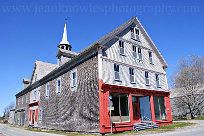 By 1784, the population of Shelburne had swelled to over 10,000 -- the largest town in British North America and more than twice the size of Halifax. Eventually most of these Loyalists either returned to the United States as the political climate became less hostile, or moved on to other areas of Canada.