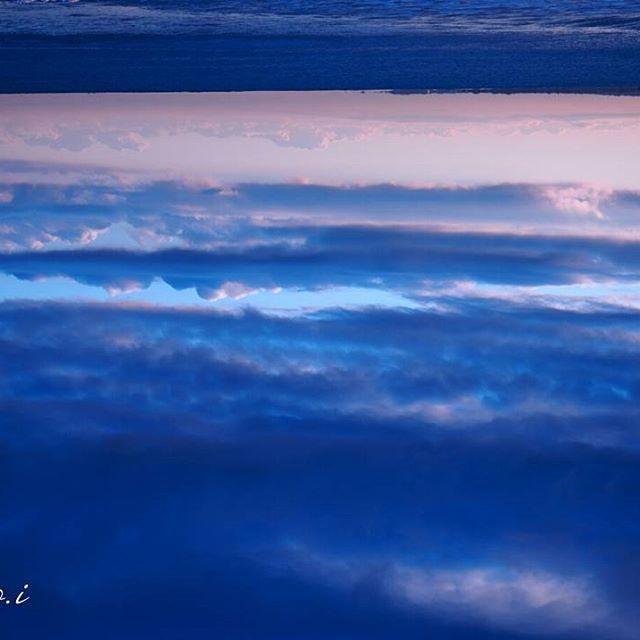【tomocco.12】さんのInstagramをピンしています。 《. . . blue  blue  gradation.  飛び込めば  まるで  天にも昇る  心地になるよ。 . . . #Olympus#OlympusPENF#冬#winter#shonanblueblue #ファインダー越しの私の世界 #写真好きな人と繋がりたい #phos_japan#ppschool#tokyocameraclub #光#光と水#海#青 #picks_jp#由比ヶ浜》