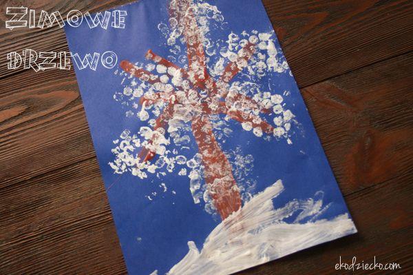Zimowe drzewo praca plastyczna dla dzieci powstała z uzyciem pieczątki z rolki po papierze i folii bąbelkowej. Winter tree art work for children was created with the use of rubber stamps on a roll of paper and bubble wrap.