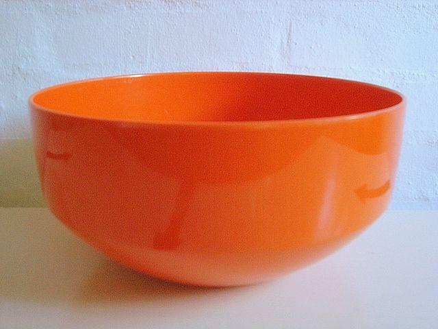 Rosti Danish design retro bowl from the 60s in melaminplastic. #Rosti #60s #melamin #kitchenware #Danish #dansk #design. From www.TRENDYenser.com. SOLGT.