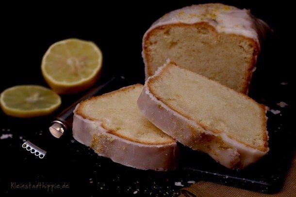 VEGANER ZITRONENKUCHEN - BARBARAKUCHEN: Hier habe ich ein veganes Rezept für feinen, saftigen Zitronenkuchen für euch. In meiner Kindheit gab es für mich am 04. Dezember immer einen Barbarakuchen, darauf habe ich mich immer total gefreut. Dieser ist ganz schnell zubereitet und schmeckt herrlich zitronig. Ich liebe ihn mit viiiiel Zitronenzuckerguss und als Krönung habe ich noch Zitronen-Vanillezesten darüber verteilt. Viel Spaß beim Nachbacken!