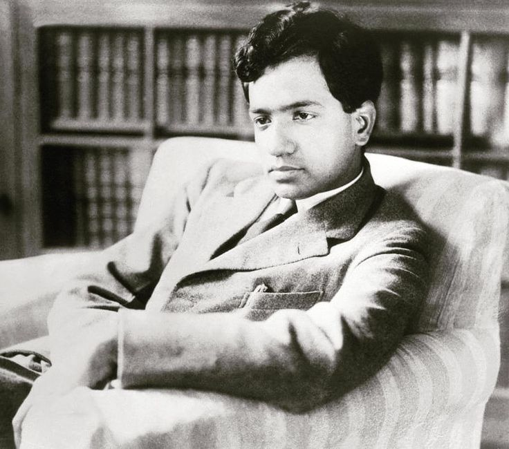 Today marks the 107th birth anniversary of the first astrophysicist to win a Nobel Prize for his theories on the evolution of stars in 1983 Subramanyam Chandrasekhar or better known as 'Chandra'. His theory gave us the 'Chandrasekhar Limit' which is the mass limit of a star equal to 1.44 times the mass of the Sun below which the star turns into a 'white dwarf' & above which it collapses to become a black hole or explodes into a supernova explosion.  He predicted the existence of white dwarfs…