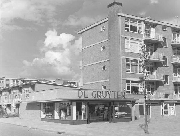 de Gruyter  Derkinderenstraat hoek Th. van Hoytemastraat Amsterdam 1960
