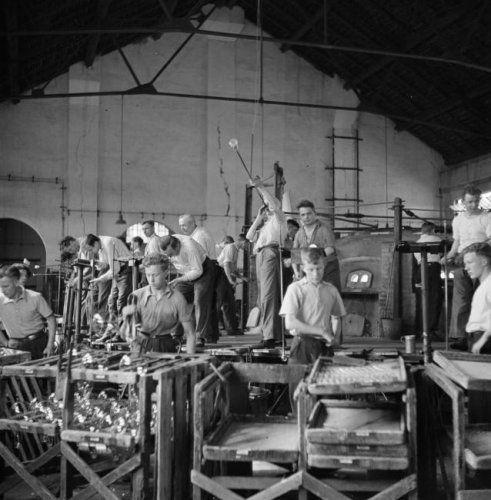 """Het """"schavot """" glasblazen Philips glasfabriek Strijp"""