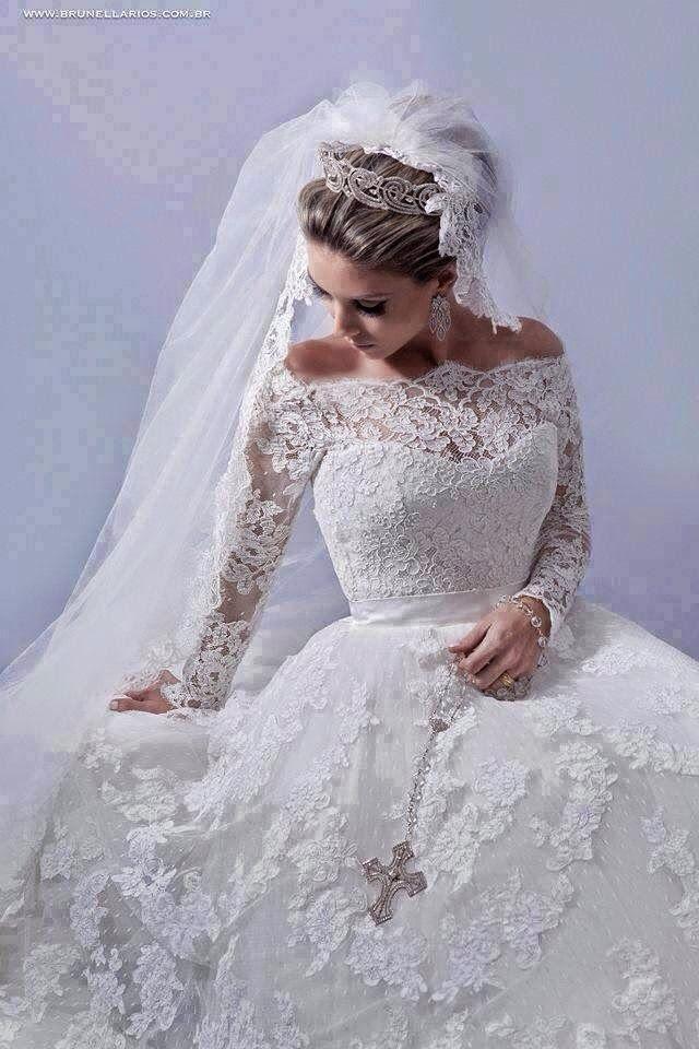 Inspiração: Vestidos de Noiva 2015 - Caso seu casamento seja em uma época fria do ano, opte por vestidos de manga longa com renda, além de ser super charmoso, você não ficará com frio e irá arrasar!