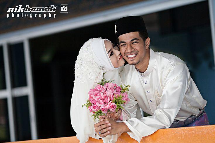 Kali ini saya dapat job di Jengka pulak. Akad nikah dan bersanding pada hari yang sama. Oleh kerana pada hari sebelumnya saya cover wedding photography di Serdang, Selangor saya terpaksa bertolak ke Jengka selepas solat subuh pada hari majlis. Di pertengahan jalan perut buat hal pulak. First stop di RnR [...]