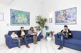 Risultati immagini per sala d'attesa