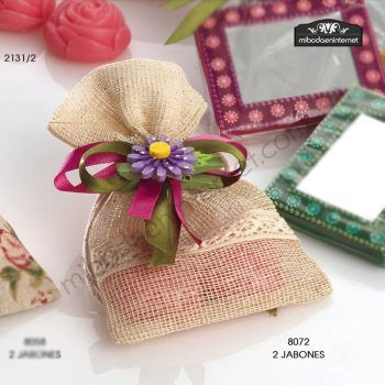Bolsita Cenefa puntilla con 2 jabones y flor pinza lazo raso